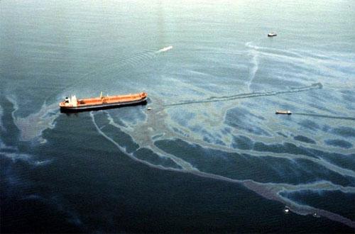 توظيف القوة المغناطيسية لتنظيف التسربات النفطية