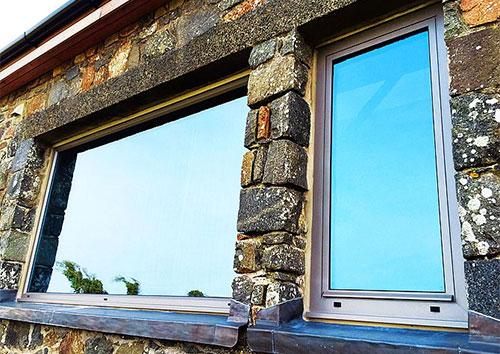 نوافذ ذكية تشرق وتعتم بضغطة زر