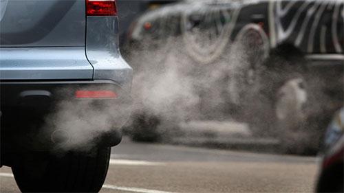 لندن تتجه إلى فرض رسوم إضافية على السيارات الملوثة للبيئة