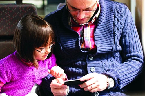 الأطفال بين حماية الآباء ودعم اهتمامهم بالإنترنت