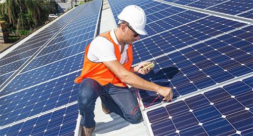 تسلا تعتزم تصنيع بطاريات شمسية من نوع جديد