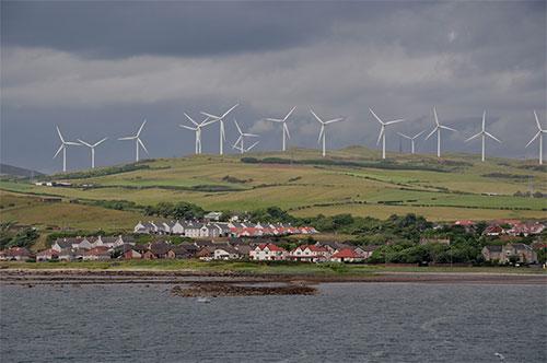 إسكتلندا تنتج كهرباء يوم كامل من الرياح