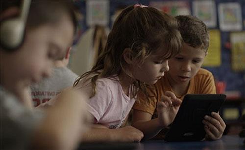 تطبيقات التكنولوجيا وتنشئة الأطفال