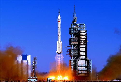 الصين تًطلق قمرا صناعيا يوجّه بالنجوم النابضة