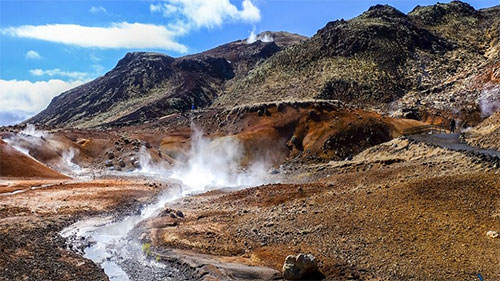 إيسلندا .. توليد كهرباء من الحفرة الأكثر سخونة في العالم