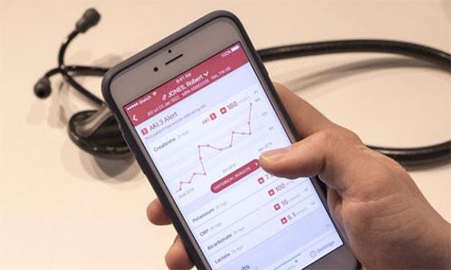 تطبيق هاتفي لمساعدة الأطباء بمستشفيات بريطانية على مراقبة صحة المرضى