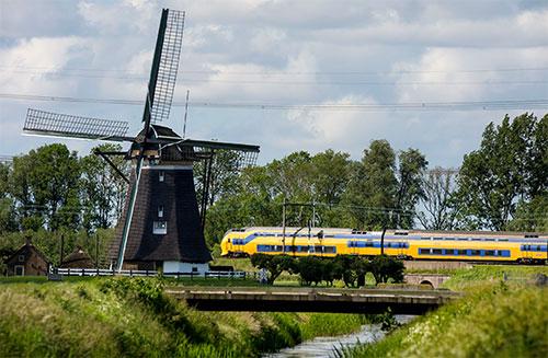 قطارات هولندا تعمل بالكامل بطاقة الرياح النظيفة