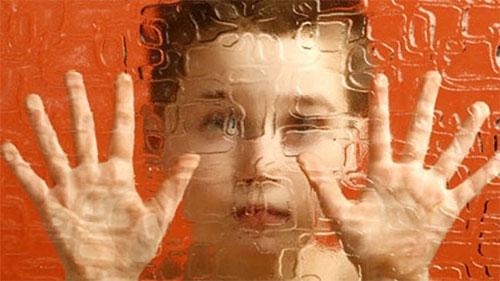 النمو السريع للدماغ لدى الاطفال قد يؤشر الى مرض التوحد