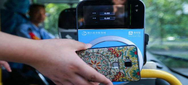 في الصين.. دفع أجرة الأتوبيس عبر الهاتف الذكي