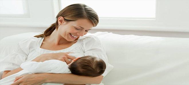 الرضاعة الطبيعية تحمي قلب الأم وتقيها من الجلطات!