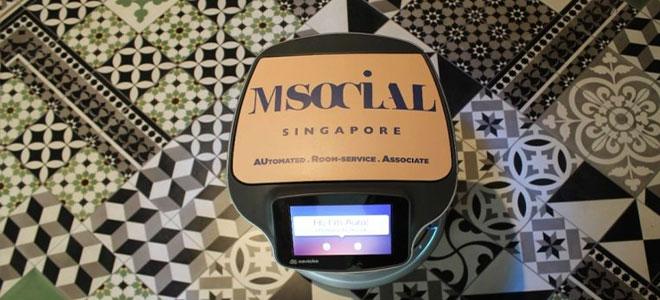 """""""أورا"""".. روبوت خدمة الغرف الجديد في سنغافورة"""