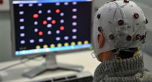 Brain Invaders, le jeu vidéo contrôlé par la pensée