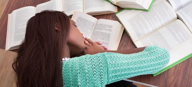 دراسة: قلة النوم تعرّض المراهقين للاكتئاب والإدمان