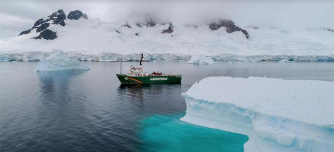 بعثة غرينبيس في أنتاركتيكا تجد تلوثاً بلاستيكياً وكيماويات خطرة في المياه