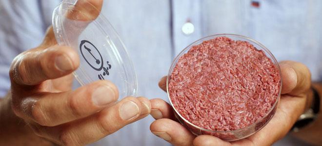 اللحوم المصنّعة مخبرياً قريباً على موائد المطاعم العالمية